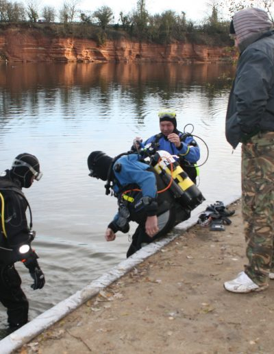 Divers going into Woodsetts in Nov 2011